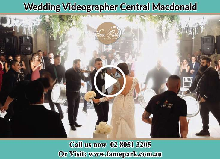Bride and Groom at the dance floor Central Macdonald NSW 2775
